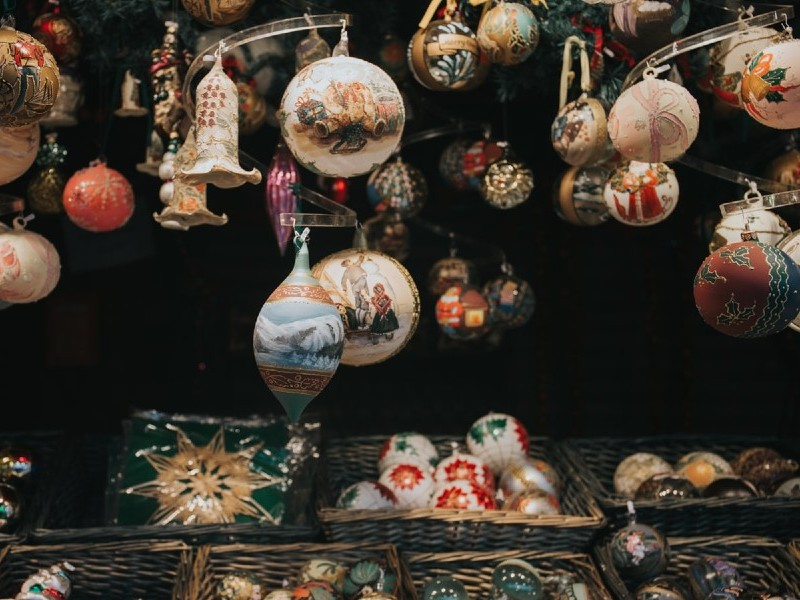 Display of baubles and other Christmas decorations in baskets