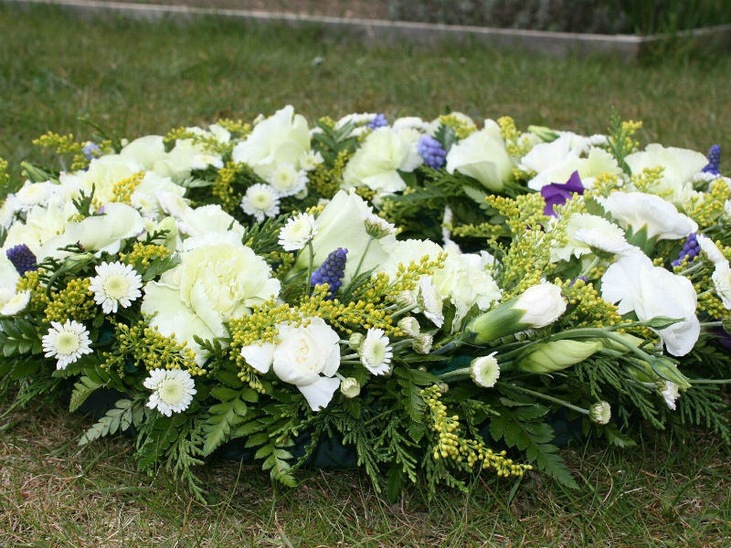 What To Write On A Wreath Funeral Flower Message Examples Funeral Guide