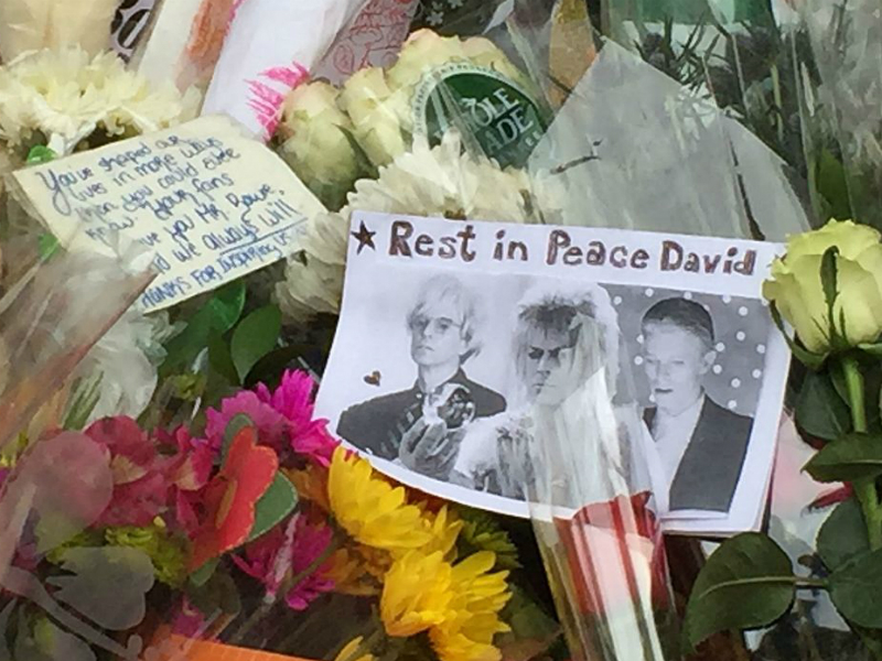 Tributes to David Bowie reading