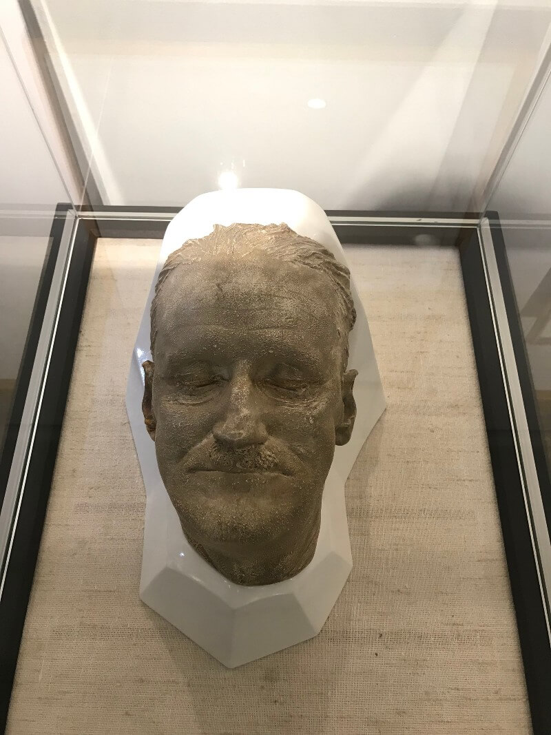 Photo of James Joyce's death mask on display