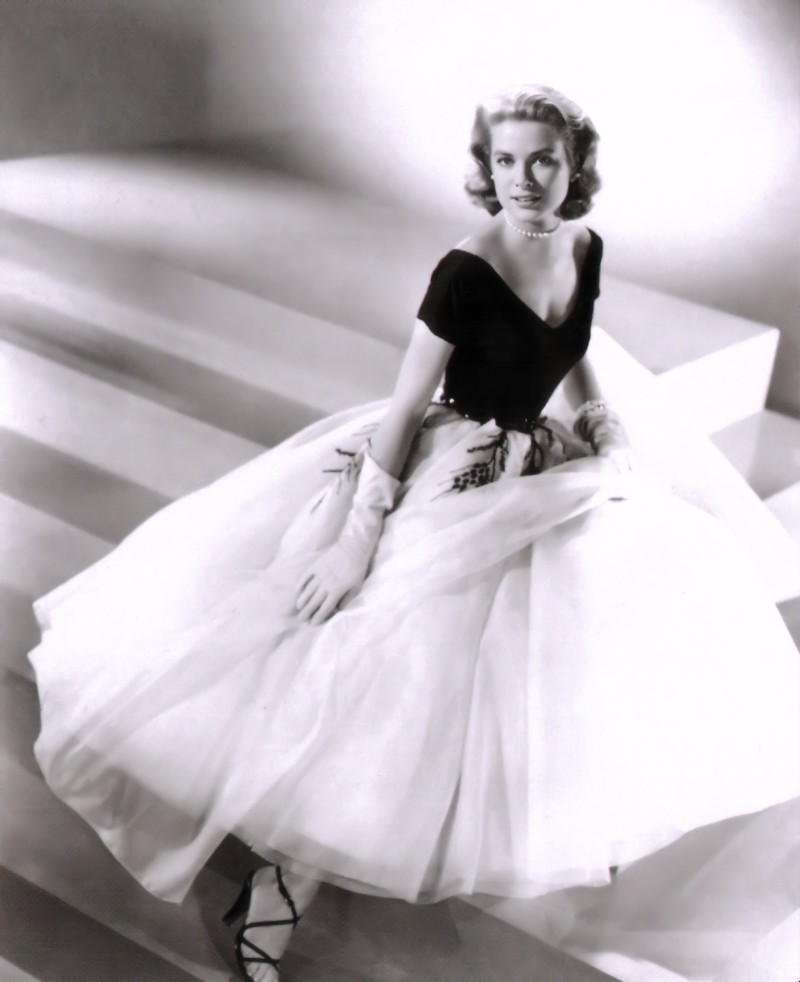 Black and white publicity photo of Grace Kelly for Rear Window, in a black and white dress