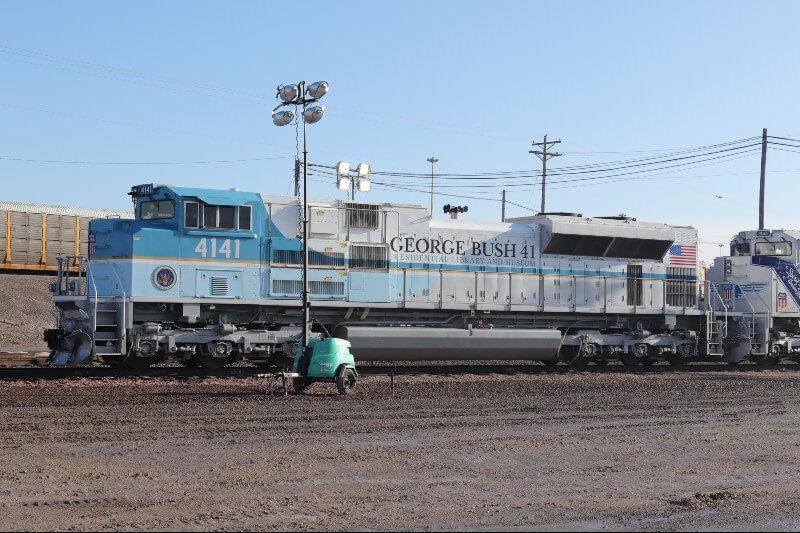 Photo of George H.W.Bush's funeral train in air force blue colours with