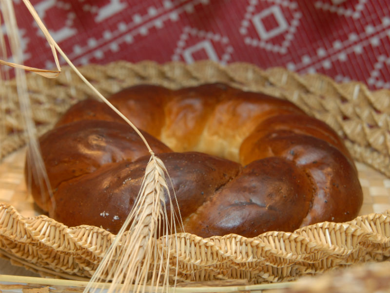 Ukrainian Kolachi bread
