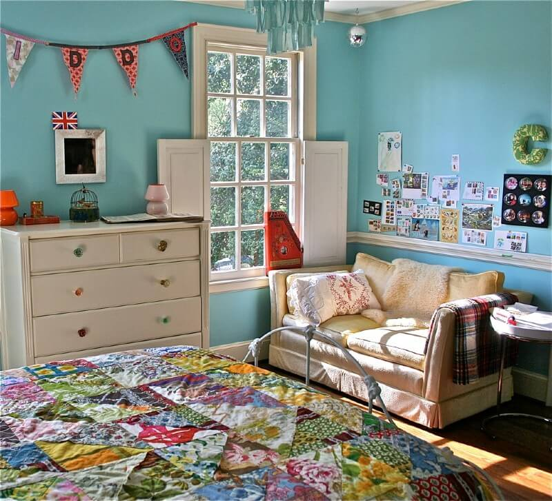 Photo of child's bedroom with colourful quilt on the bed
