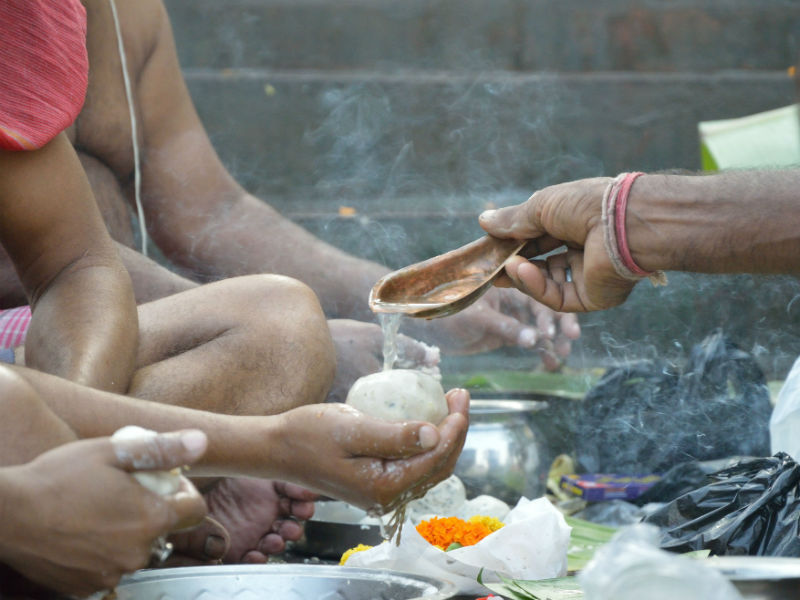 Hindus offering rice balls to the spirits of ancestors