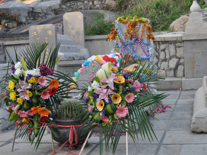 Grave decorated with flowers for Qingming