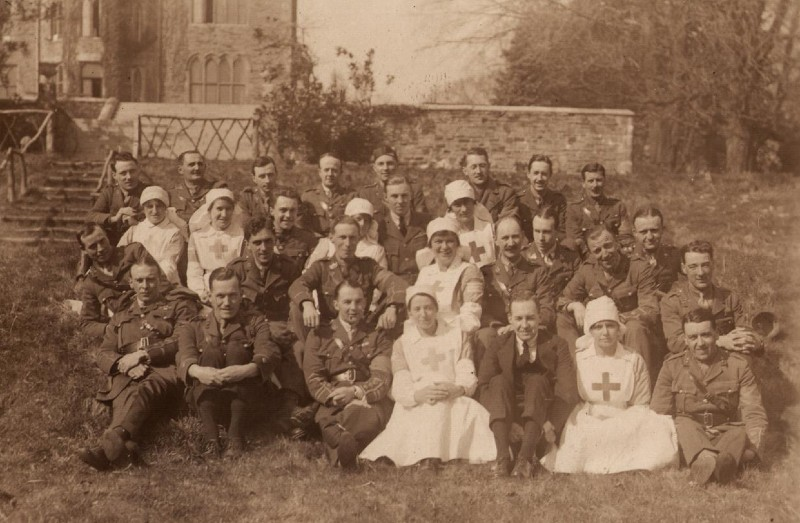group photo of world war one soldiers and nurses outside of a hospital in Swansea