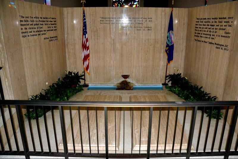 Photo of Eisenhower Grave/Place of Meditation