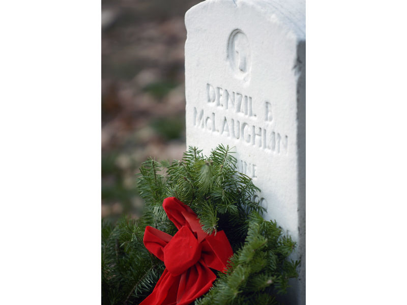 Wreaths Across America volunteer laid a wreath on the grave of a WW1 veteran