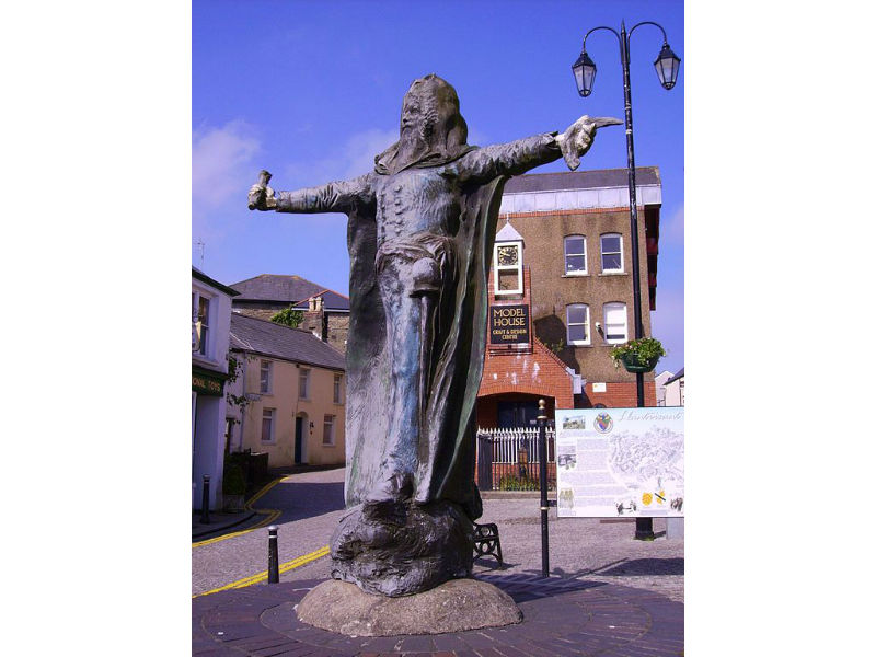 Dr William Price's statue in Llantrisant