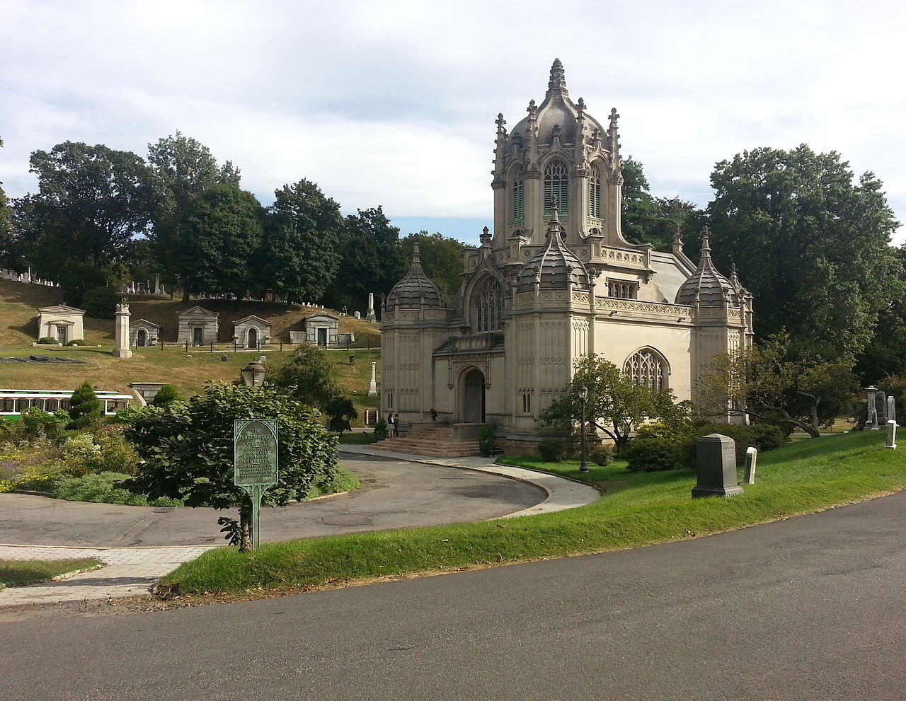 A chapel of rest at Green-Wood Cemetery