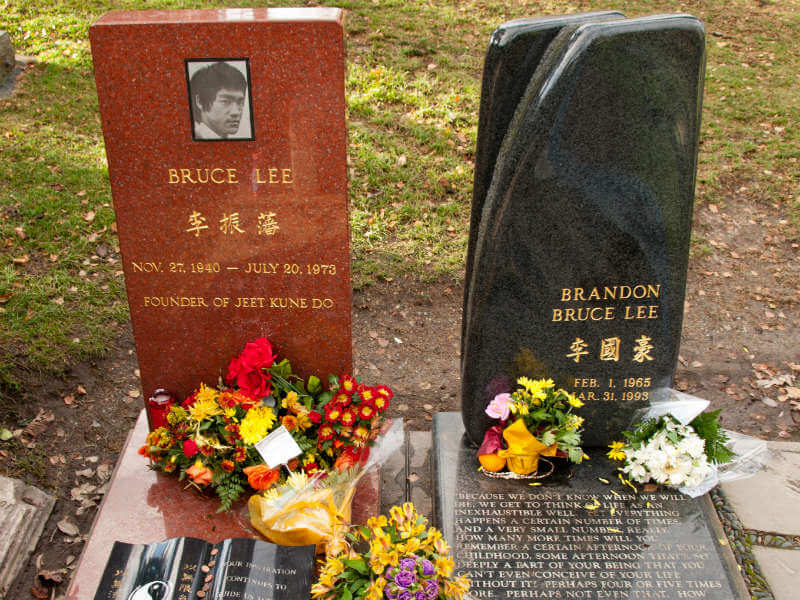 Bruce Lee and Brandon Lee's headstones side by side