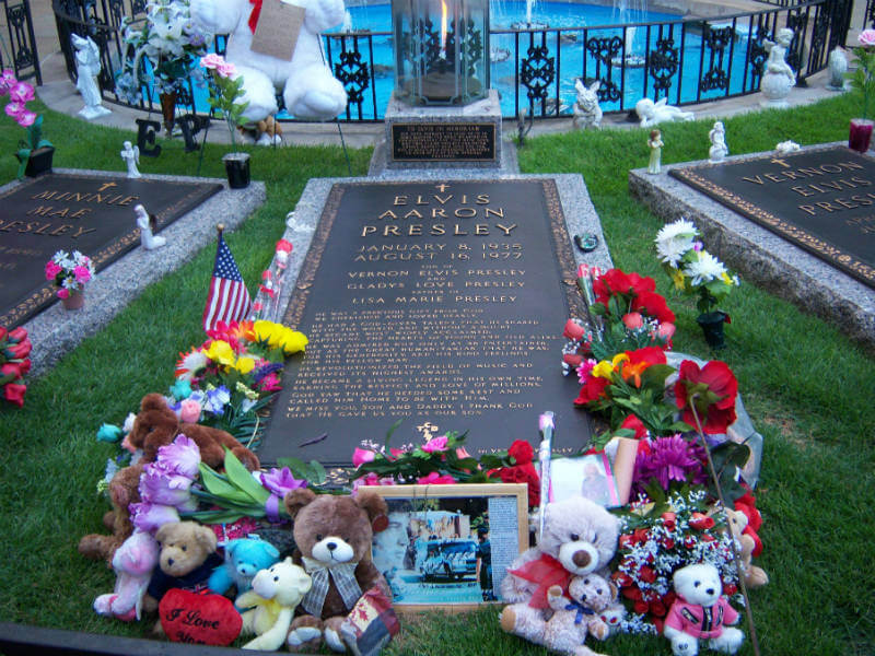 Elvis' grave at Graceland