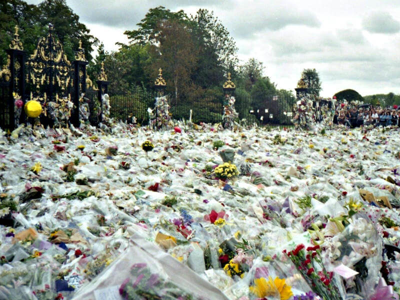 Thousands of floral tributes for Princess Diana
