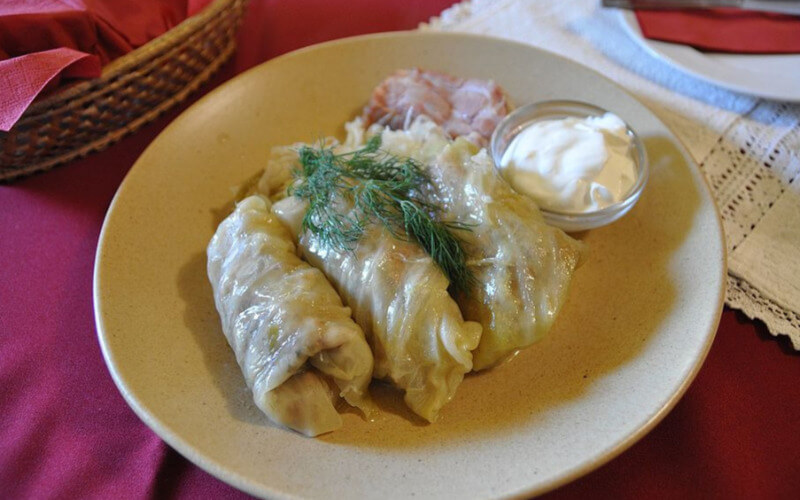 A plate of stuffed cabbage rolls