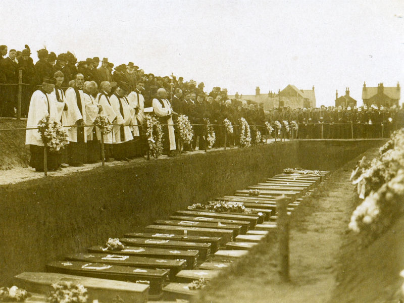 Soldiers' funeral in 1916