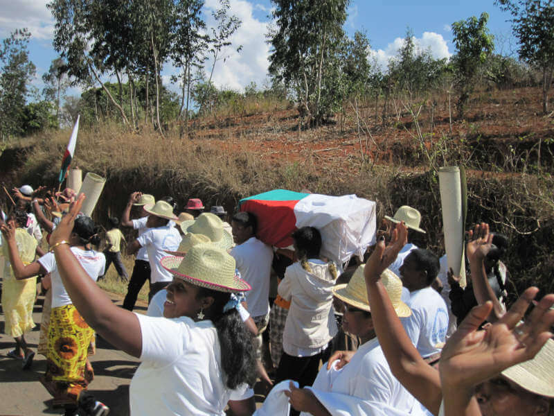 Madagascan families make their way to the cemetery for Famadihana