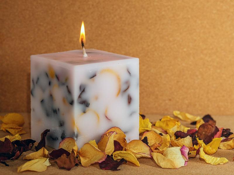 DIY flower candle