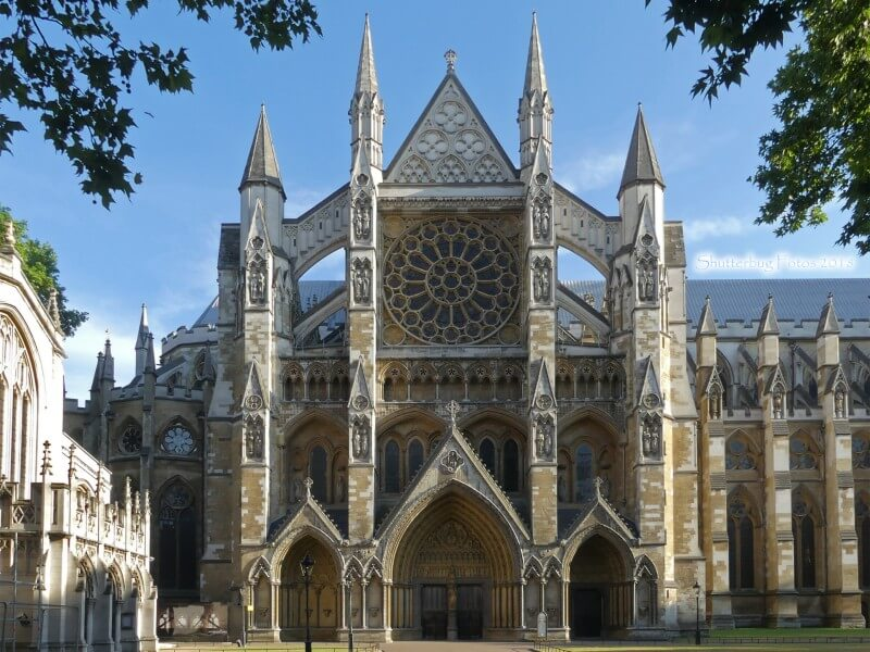 Exterior view of the front of Westminster Abbey on a sunny day