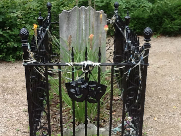 Jospeh Grimaldi's grave marks his legendary status as a clown and stage star